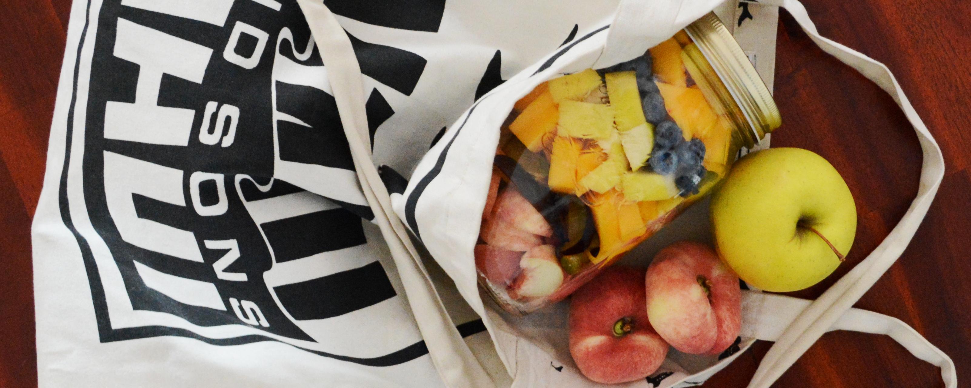 Obst ganz einfach im Glas mitnehmen.