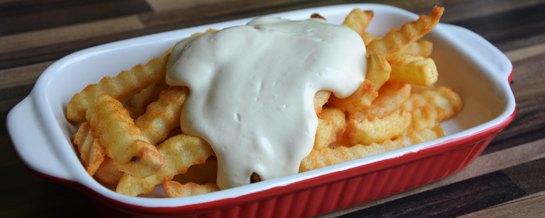 Mayonnaise ohne Tierleid schmeckt super zu Pommes oder Burgern.