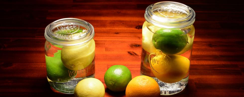 Zitronen, Limetten und Orangen bleiben im Wasser lange frisch.