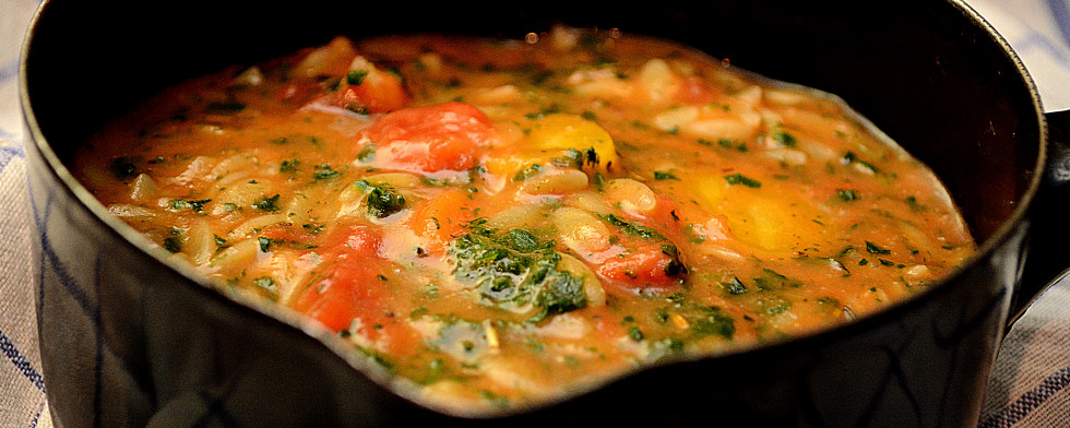 Gemüsesuppe mit Orzo-Nudeln lesen