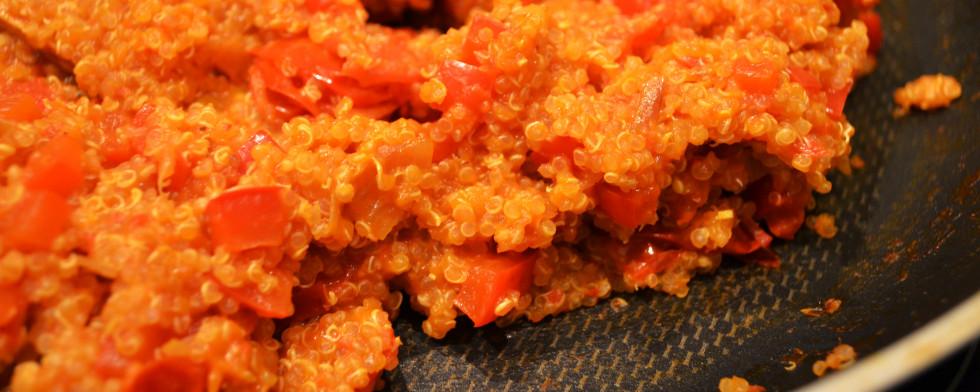 Rote Quinoa-Pfanne lesen