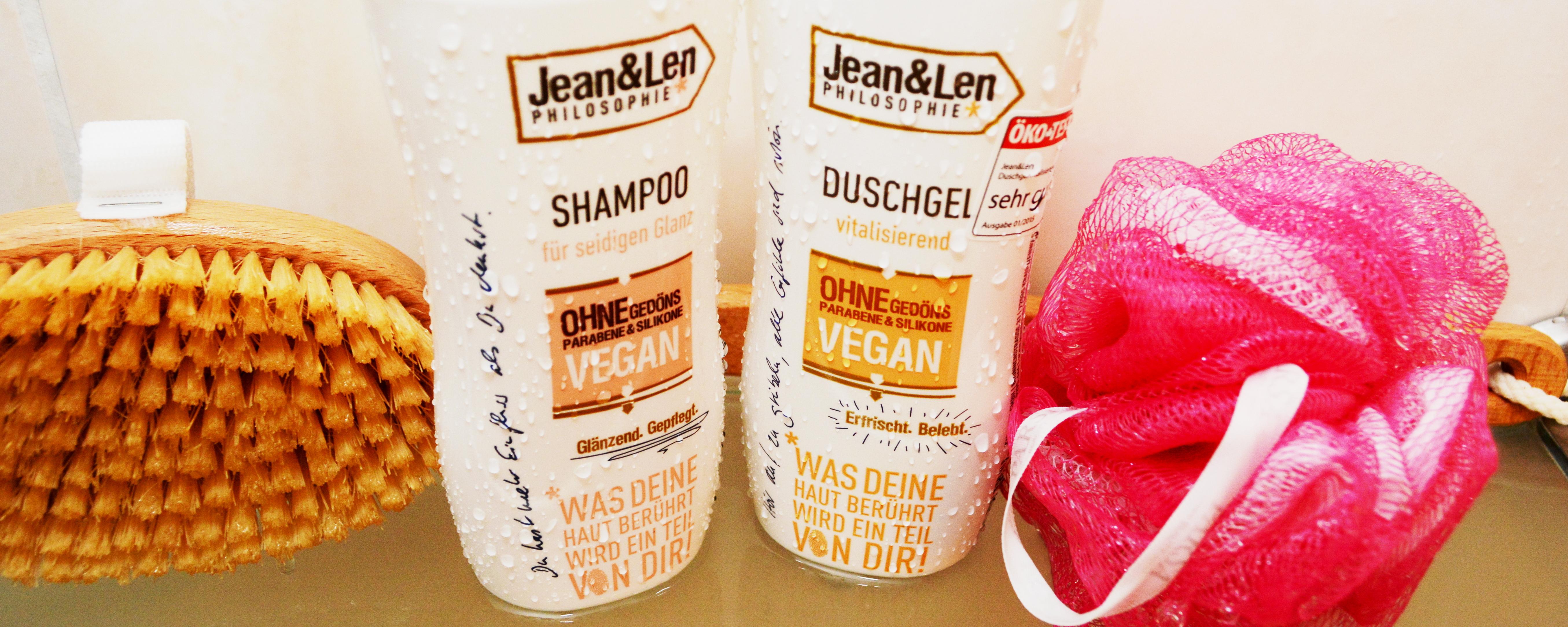 Dies sind die beiden Produkte, wie wir getestet haben. Links seht ihr das Shampoo für seidigen Glanz, rechts das Duschgel mit vitalisierender Wirkung.