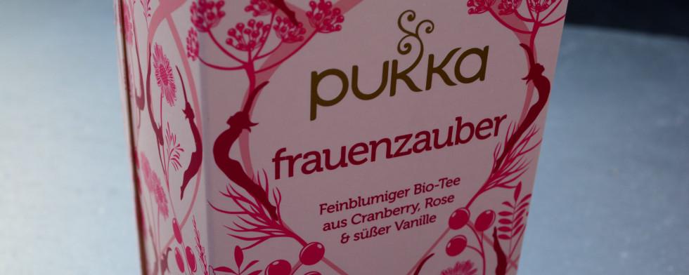 Lasst mit dem Frauenzauber-Tee eure Schönheit erblühen.