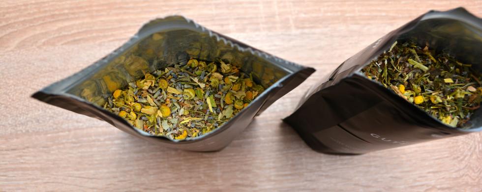Die Teemischungen sind lose verpackt. Daher benötigt ihr ein Tee-Ei oder Teefilter.